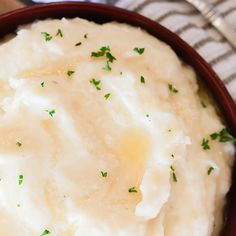 Instant Pot Mashed Potatoes - Easy Pressure Cooker Mashed Potatoes These instant pot mashed potatoes are easy. You'll love this pressure cooker mashed potatoes recipe made with russet or yukon gold. No drain is needed! Instant Pot Mashed Potatoes Recipe, Make Ahead Mashed Potatoes, Russet Potato Recipes, Mashed Potato Recipes, Pressure Cooker Mashed Potatoes, Cucumber Dill Salad, Veg Recipes, Pressure Cooker Recipes, Yukon Gold