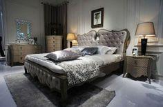 Tappeto grigio a pelo lungo - Tappeto grigio a pelo lungo da sistemare accanto al letto
