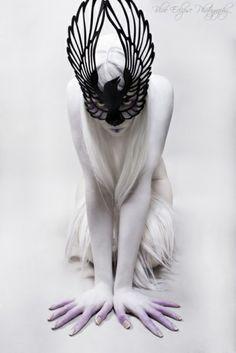 crow mask. photograph by blue eclipse photography. i like that this one isn't a bird head, but a full bird. very dramatic.