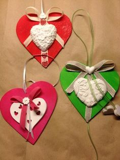 Gessando Heart Wreath, Valentine Day Crafts, Mom And Dad, Decoupage, Arts And Crafts, Jar, Scrapbook, Christmas Ornaments, Holiday Decor
