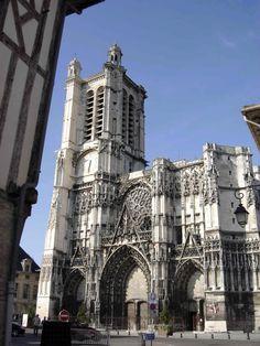 Catedral de Troyes (1208 ao séc. XVII) - Por Gérard Janot - Wikimedia