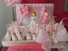 Presentación de detalles de comunión   montado en caja con dulces. Imán muñeca  de comunión.  Favors communion