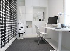 * Lisää Seinäjoen Asuntomessutunnelmia, otetaan nyt ilo irti kun kauniita koteja riittää ihmeteltäväksi. Aikaisemmin olen esitellut teille Kotolan ja Talo Koskelan, nyt on vuorossa edelleen puutalo, mutta tunnelmaltaan hyvin erilainen … Home Office, Office Workspace, Office Spaces, Living Room Designs, Living Spaces, Teenage Room, Study Rooms, H & M Home, Extra Rooms