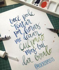 você pode tentar por horas me deixar culpado mas vai dar errado #claricefalcão #musica #music #frases #caligrafia #freehand  #typespire #goodtype #type #thedailytype #handlettering #lettering #typography #calligraphy #typeveryday #handmadefont #50words #design #handmade #art #customtype #handtype #inspiration #typism #graphicdesign #typostrate #followme #brushpen #poster
