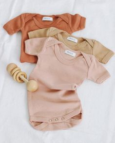 Roux basics are the yummiest collection of 100% cotton garment-dyed baby layette pieces. The Isla Short-sleeve Onesie is a classic onesie featuring lap shoulders for easy over the head and snaps at the inseam for easy dressing and diapering. The Peach color is a gorgeous toasted earthy peach. Made in Los Angeles. So lo