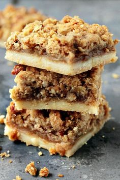 Apple Pie Bars - oh so yummy for breakfast, a mid-day pick-me-up, or for dessert wirth vanilla ice cream!