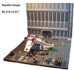 Republic Hangar, by Commando.jpg - Star Wars MOC Index - Gallery - Eurobricks Forums Star Wars Clones, Lego Clones, Lego Star Wars, Star Wars Clone Wars, Lego Krieg, Lego Space Station, Lego Wall, Star Wars Room, Lego Pictures
