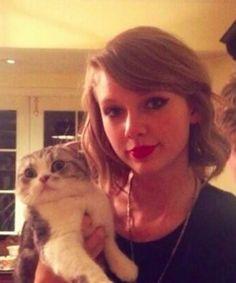 Is Taylor Swift's cat evil?!