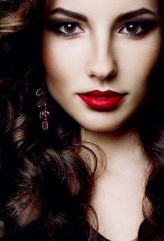 My choice of Feminine Beauty : Photo Beautiful Lips, Most Beautiful Women, Beautiful Models, Beauty Makeup, Hair Beauty, Kiss Beauty, She Walks In Beauty, She's A Lady, Dull Hair