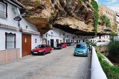 Andalousie : Setenil de las Bodegas dans la province de Cadix - Espagne   http://voyagerloin.com/setenil-de-la-bodegas-le-village-espagnol-litteralement-loge-sous-un-rocher.html