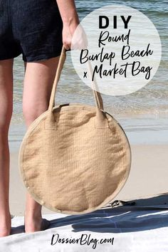 Try making this DIY round beach x market bag at home. Using burlap, craft rings and trim. Round is the shape of the season and I am loving natural fibres! Burlap Purse, Burlap Bags, Diy Jute Bags, Diy Bags Purses, Latest Bags, Round Bag, Craft Bags, Denim Bag, Fabric Bags