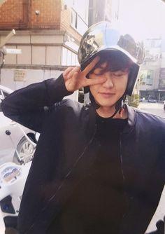 PCY's photocard took by BBH in June . Okkkkkk chanbaek you love this moment right? Kaisoo, Chanbaek, Kyungsoo, Park Chanyeol Exo, Exo Ot12, Kpop Exo, Rapper, Music Genius, Exo Lockscreen