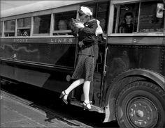 Old Fashioned Love. Vintage Kiss, Vintage Couples, Vintage Romance, Vintage Love, Vintage Nautical, Retro Vintage, Old Fashioned Love, We Are The World, Before Us