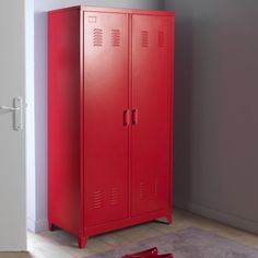 This Hiba 2-door cabinet is perfect in an entrance hall or bedroom. Authentic and sophisticated, the neo-industrial look moves into your home bringing with it a very vintage feel.Description:2 doors.1/2 hanging space: hanging rail and 1 shelf1/2 shelving: 3 adjustable and removable shelvesFeatures of Hiba cabinet:Metal with epoxy finishFind the Hiba 1-door locker and other models in the collection online..Dimensions:Overall size:Width: 85cmHeight: 180cmDepth: 50cmUsable size:Hanging...