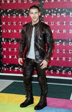 Nick Jonas in Versace at the 2015 MTV Video Music Awards (Photo: Danny Moloshok/Reuters) Olivia Culpo, Jonas Brothers, Nick Jonas, Priyanka Chopra, Miley Cyrus, Rock Bands, Leather Trousers, Leather Jackets, Teenage Guys
