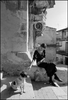 Magnum Photos - Ferdinando Scianna 1987 Palermo Sicily Italy modèle Marpessa by Dolce & Gabbana