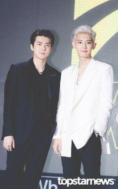 Sehun & Chanyeol - 190722 'What a Life' Listening Session Baekhyun, Park Chanyeol, Exo Ot12, Chanbaek, Heart Meme, Exo Couple, Exo Album, Exo Official, Xiu Min