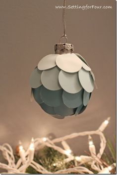 DIY Ombre Christmas Ornament from Setting for Four #Christmas #DIY #Tutorial #Ombre #Ornament