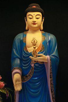 Amitabha Buddha, Gautama Buddha, Good Morning Picture, Morning Pictures, Buddha Birthday, Buddha Temple, Green Tara, Cultural Appropriation, Samurai Art