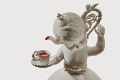 disturbing porcelain figurines - There are traditional Halloween decorations and then there are the disturbing porcelain figurines of Maria Rubinke. The sculptures rethink the clas. Porcelain Jewelry, Porcelain Ceramics, Porcelain Tiles, Painted Porcelain, China Porcelain, Ceramic Art, Geek Art, Illusions, Cool Art