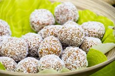 Four-Ingredient Bliss Ball Recipe – Kayla Itsines Healthy Late Night Snacks, Easy Snacks, Healthy Snacks, Healthy Recipes, Healthy Eating, Clean Eating, Kayla Itsines, Bliss Balls, Baby Food Recipes