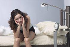 Mit diesen einfachen Tricks verhinderst du, dass dein Gewicht während der Regel in die Höhe schnellt.