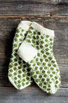 Clover Meadow - socks (pattern is in Finnish) Crochet Socks, Knitted Slippers, Knit Mittens, Knitting Socks, Knitting Stitches, Crochet Yarn, Baby Knitting, Knitted Hats, Knitting Patterns
