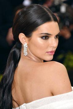 Kendall Jenner Face, Dark Hair Makeup, Haircuts For Long Hair, Tips Belleza, Kardashian Jenner, Prom Hair, Hair Inspo, Wedding Hairstyles, Graduation