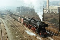 In my spontaneous tour on 27.03.1982, I got the new steam locomotive series from the Bw Sangerhausen before the lens - 52 8022 leaves with the orienpendel Niederröblingen - Helbra the station Sangerhausen in direction Blankenheimer Steilrampe. Such heavy trains uphill without Schiebelok, which was in the long run the death of the 52er. So this locomotive ended only one year later under the cutting torch.---- Germany