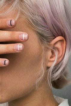 5 tips for using clean, non-toxic nail polish Going all-natural? Here are 5 things you need to know before your next manicure Source by ronitk The post 5 tips for using clean, non-toxic nail polish appeared first on Do It Yourself Diyjewel. Minimalist Nails, Minimalist Makeup, Minimalist Style, Minimalist Beauty, Minimalist Wedding, Trendy Nails, Cute Nails, Ongles Plus Forts, Hair And Nails