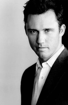 Jeffrey Donovan aka Micheal Westen on Burn Notice, niiice   :)
