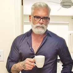 42 Hairstyles for Men with Silver and Grey Hair – Men Hairstyles World – Uñas Coffing Maquillaje Peinados Tutoriales de cabello Silver Fox Hair, Short Silver Hair, Short Grey Hair, Gray Hair, Silver Foxes, Older Mens Hairstyles, Hipster Hairstyles, Haircuts For Men, Cool Hairstyles