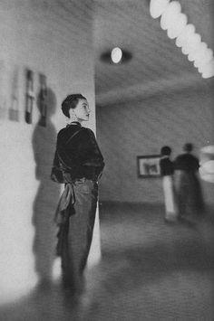 Vogue, November 1948.  Photo: Constantin Joffe.