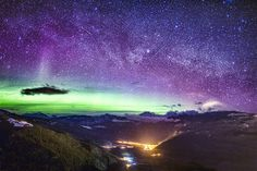 Image: Composite image of starry skies above the Rocky Mountains, Colo., on April 14 (© Richard Gottardo/Caters News)