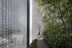Fassade Gestaltung Glasziegel-Innenhof Bäume anlegen