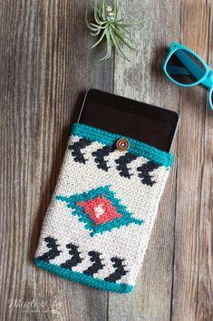 Southwest Style Crochet Tablet Pouch - Free Crochet Pattern - Whistle and Ivy Crochet Phone Case Pattern Free, Crochet Case, Crochet Phone Cases, Pouch Pattern, Crochet Gifts, Diy Crochet, Crochet Patterns, Crochet Ideas, Crochet Afghans