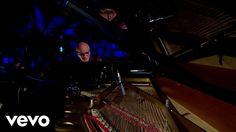 Hasta los dolores del amor se reducen con este tipo de música...   Ludovico Einaudi - Experience