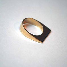 Jewelry Ideas : Image of Slanted Edge Ring Minimal Jewelry, Modern Jewelry, Jewelry Art, Jewelry Rings, Silver Jewelry, Fine Jewelry, Jewelry Design, Jewelry Making, Jewelry Ideas