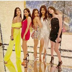 Malaika Arora brings in her birthday in style.All inside pictures from Malaika Arora's big birthday bash Indian Bollywood Actress, Beautiful Bollywood Actress, Beautiful Indian Actress, Bollywood Fashion, Indian Actresses, Bollywood Stars, Beautiful Actresses, Indian Celebrities, Bollywood Celebrities