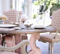 Minnie Peters. Happy Breakfast, Pink Table base to pick up subtle pink in check fabric......