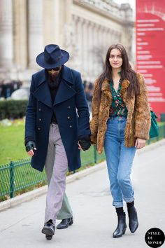 Magda Laguinge and her friend Street Style Street Fashion Streetsnaps by STYLEDUMONDE Street Style Fashion Blog