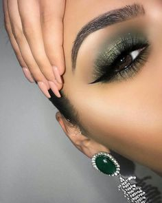 "This is my St. Patrick's Day ""Ghalichi Glam"" leukkkk ☘️ hope you guys lo… This is my St. Patrick's Day ""Ghalichi Glam"" leukkkk ☘️ hope you guys love it ☘️ Brow – Das schönste Make-up Gorgeous Makeup, Love Makeup, Makeup Inspo, Makeup Art, Makeup Inspiration, Pretty Makeup, Beauty Makeup, Amazing Makeup, Makeup Ideas"