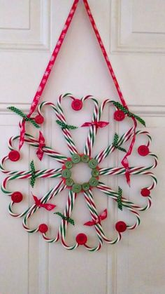 27 Amazing Candy Cane Crafts To Make Your Christmas Special — remajacantik Candy canes are to Christmas as pumpkins are to Halloween, so creating some amazing crafts with them is simply a must for this holiday season. Christmas Candy Cane Decorations, Candy Cane Crafts, Candy Cane Wreath, Xmas Wreaths, Winter Wreaths, Advent Wreaths, Christmas Projects, Holiday Crafts, Christmas Candy Crafts