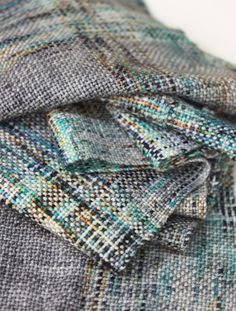 Learn how to weave with speckled yarn. A collaboration with Western Sky Knits