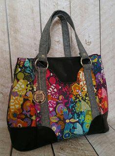 Swoon Patterns: Harriet Tote expansível - PDF Vintage Purse Tote Handbag Bag Sewing Pattern - It's in the Bags! Bag Sewing Pattern, Bag Patterns To Sew, Tote Pattern, Sewing Patterns, Patchwork Patterns, Patchwork Designs, Quilted Purse Patterns, Paper Patterns, Wallet Pattern