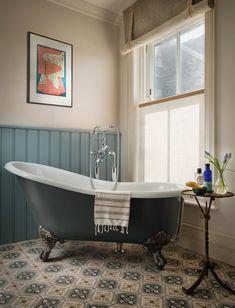 💖 95 beautiful roll top bath bathroom design models of 82 French Bathroom, Small Bathroom, Marble Bathrooms, Bathroom Photos, Bathroom Styling, Bathroom Interior Design, Modern Interior, Edwardian Bathroom, 1930s Bathroom