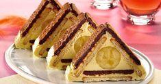Banános-kekszes finomság, mindenki kedvence csupán néhány összetevőből, sütés nélkül. Hozzávalók: - 200 g háztartási keksz (vagy 100 g vajas, 100 g kakaós keksz) - 2 db banán A krémhez: - 1 liter sovány tej - 2 csomag főznivaló csokoládéízű pudingpor (lehet vanília ízű is) - 2 ek. g