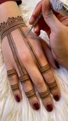Rose Mehndi Designs, Henna Tattoo Designs Simple, Back Hand Mehndi Designs, Stylish Mehndi Designs, Latest Bridal Mehndi Designs, Full Hand Mehndi Designs, Mehndi Designs For Girls, Mehndi Designs For Beginners, Mehndi Design Photos