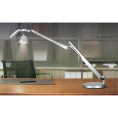 Por que a Luminária De Mesa e Parede T030G? Que tal adquirir uma peça elegante e sofisticada para iluminar a mesa do seu escritório ou quarto, facilitando os seus momentos de leitura, trabalho e estudo? A Luminária T030G é perfeita para isso! Com um design clássico, ela fornece uma iluminação suave para tornar o espaço mais acolhedor, sendo um item indispensável para a sua casa! E o melhor de tudo: ela também pode ser usada como luminária de parede. Demais, né? ;)