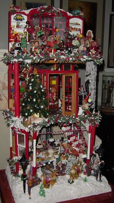 I wanna do something like this....Santa's are my fave thing to decorate with for Christmas